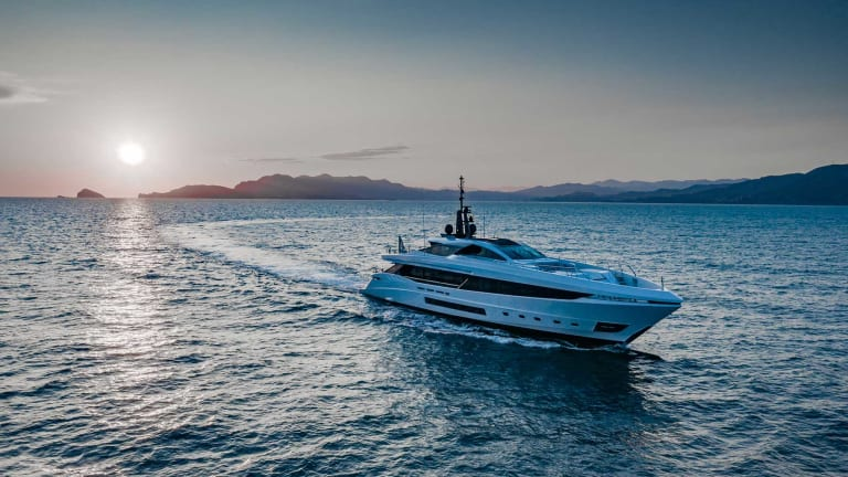 Discover the Mangusta GranSport 45
