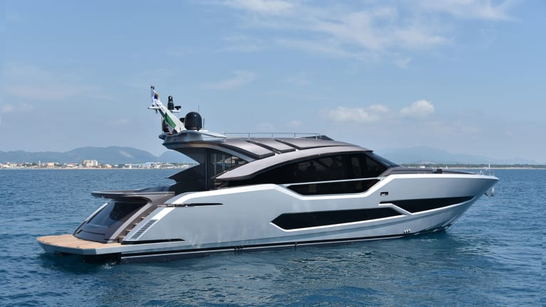 AB 80 (Gruppo FIPA) launches a 'Formula One' car of the seas — the AB 80Zip from Miami to the Bahamas in a half hour!