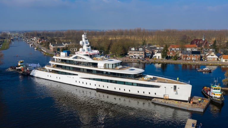 Eco-friendly 308-foot/ 94 meter Feadship seen for first time