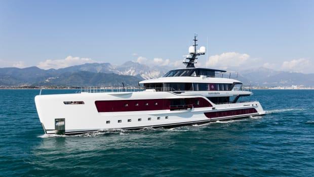 Admiral QUINTA ESSENTIA — At sea