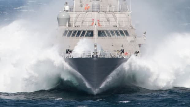 lcs-uss-milwaukee-front-bow-waves-us-navy-photo-cropped-09182015