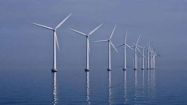 Middelgrunden_wind_farm_2009-07-01_edit_filtered-PhotoByKimHansen-WikimediaCommons
