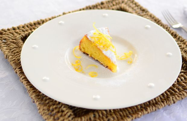 When life gives you lemons, make lemon almond cake