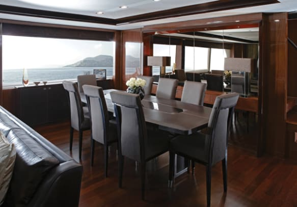Princess32M-Dining_area-RT