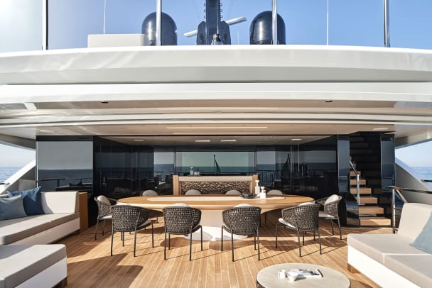 34---Sanlorenzo_62Steel_Owner-deck_cockpit-©Guillaume-Plisson