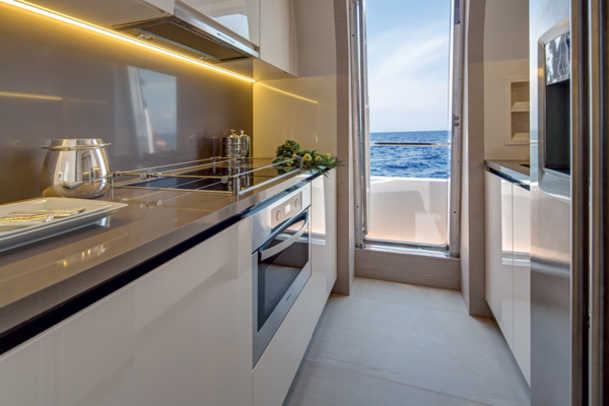 Azimut80-Galley