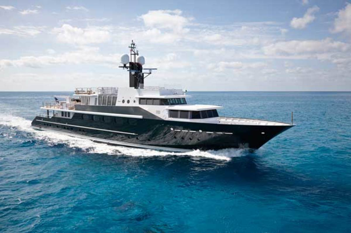 De Guardiola drew HIGHLANDER's new exterior design with the help of Murray & Associates. Among its features is an extended, reconfigured stern.