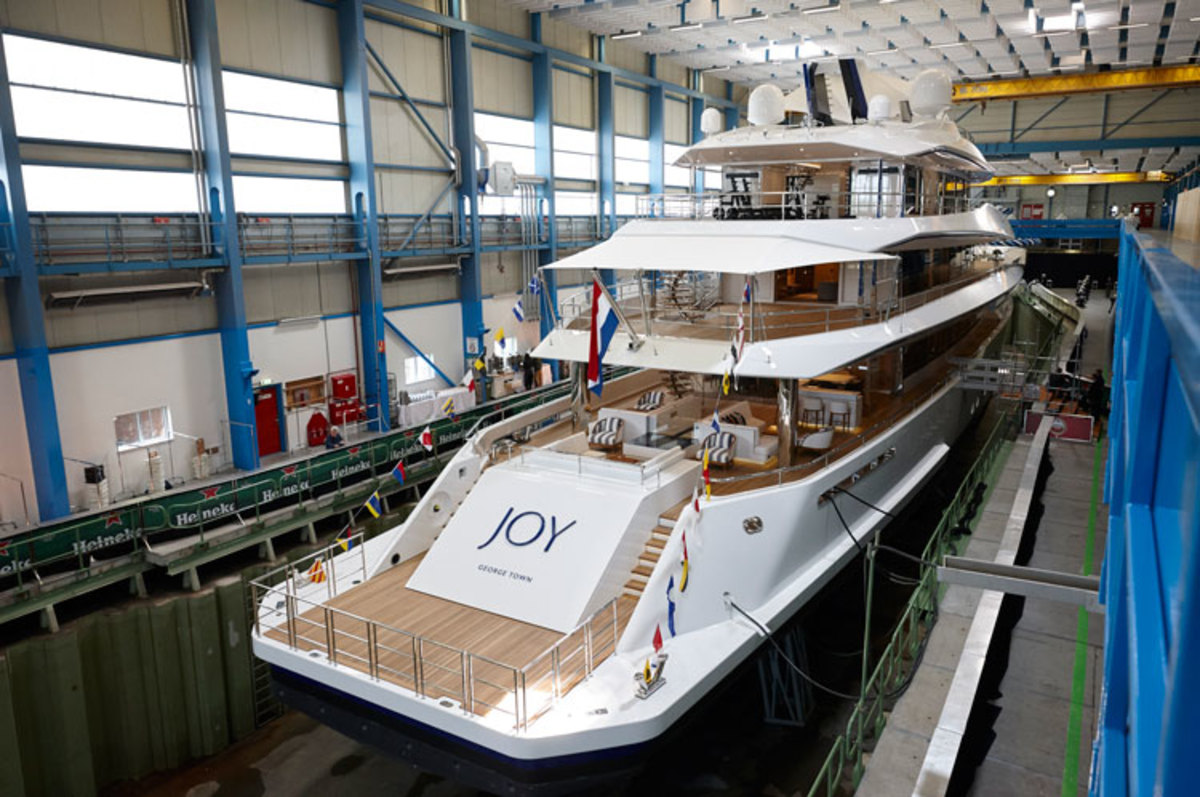feadship_joy_launched_08x750