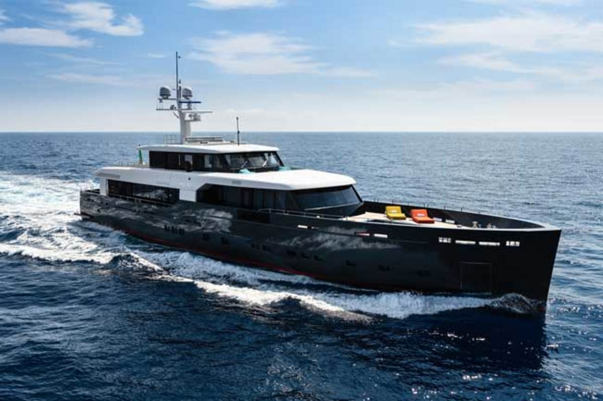 The elegant navetta-style profile and expansive foredeck of the Logica 147.