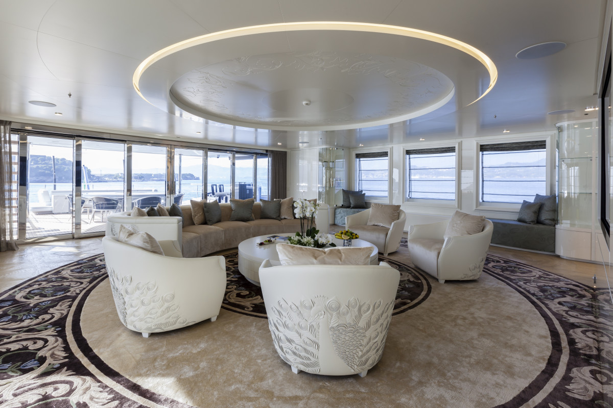 Admiral QUINTA ESSENTIA — Upper deck main salon