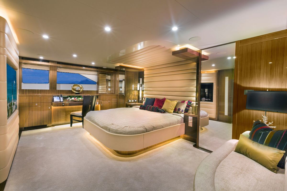The full-beam master suite emulates that of a much larger vessel.