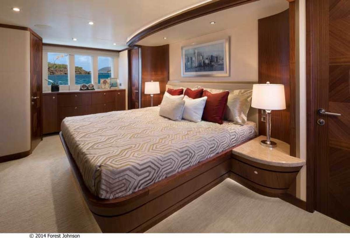 Master stateroom on the Ocean Alexander 100 Motoryacht