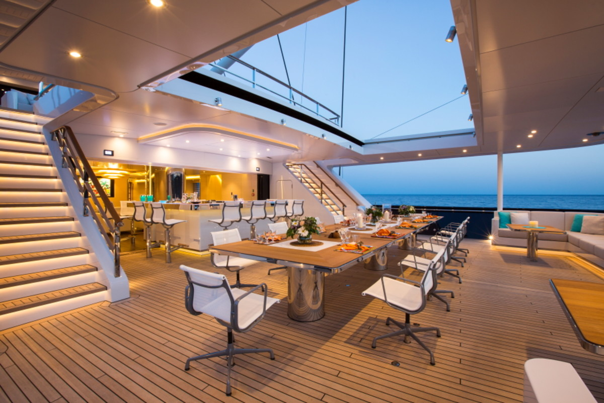 The main deck aft has a bar with seating for 12 and a retractable roof.