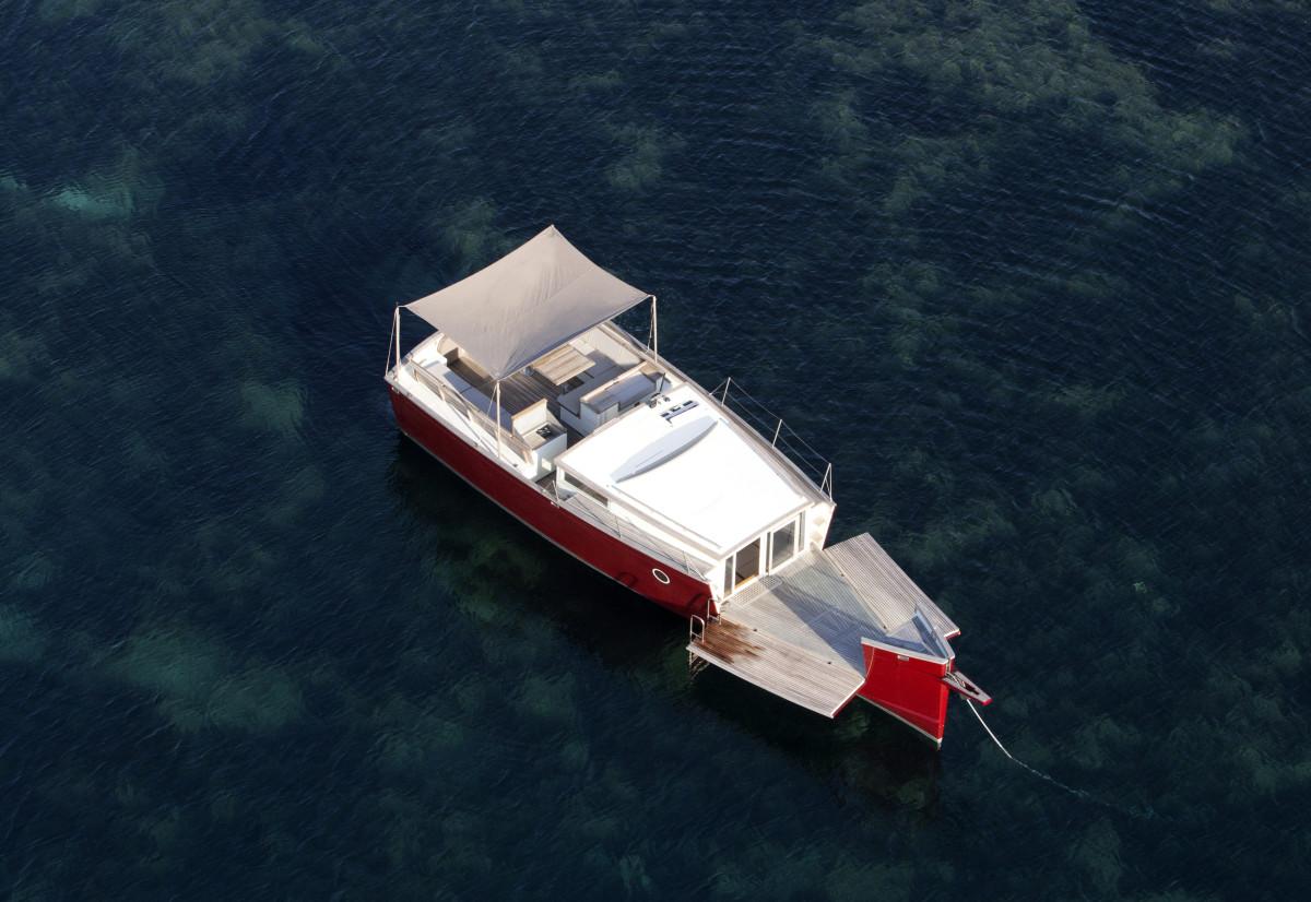 Hermes beach boat