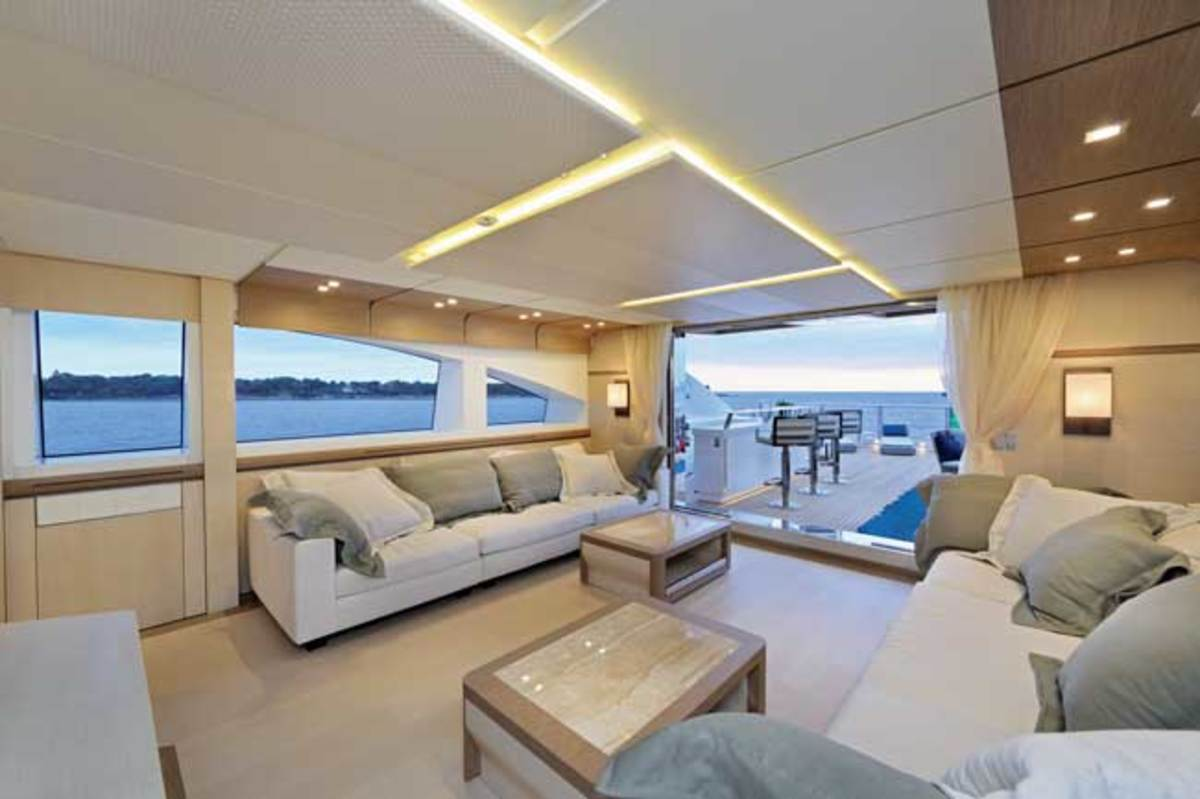 The skylounge on board the Columbus 40-meter Sport Hybrid