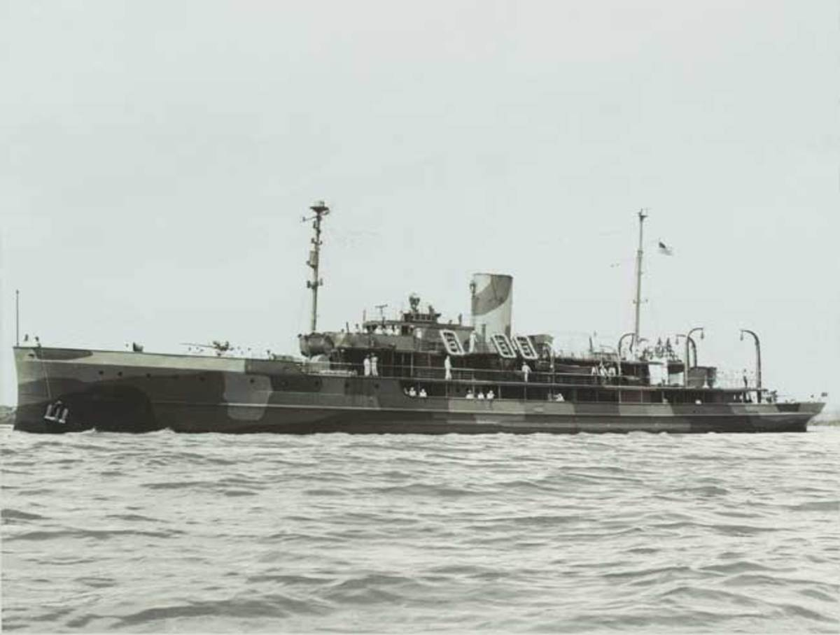The steam yacht Delphine in wartime trim as the USS Dauntless.