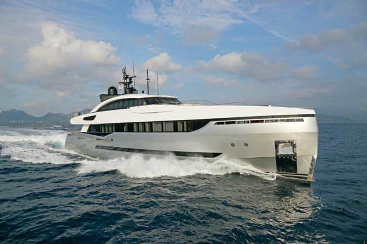 According to the builder, the Columbus 40M Sport Hybrid has a top speed of 22 knots in full diesel-engine mode.