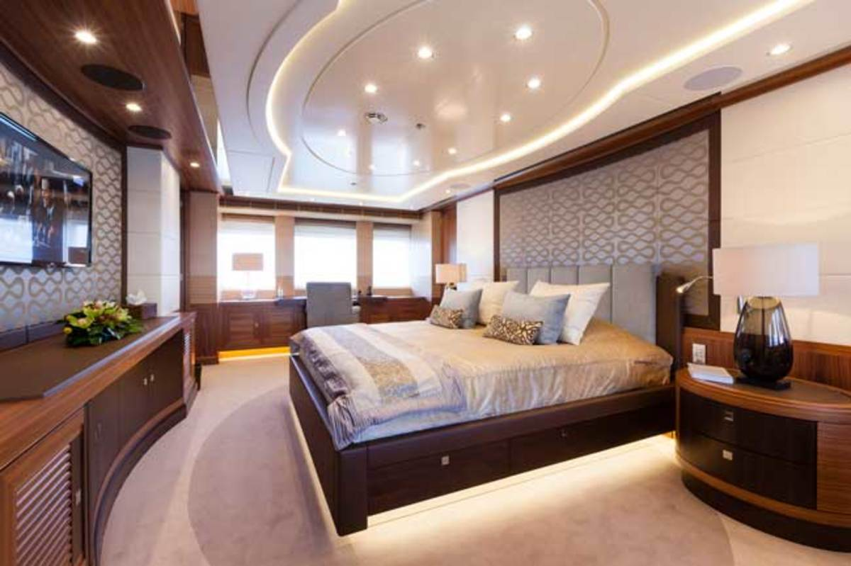 The master is spread across the full beam of the main deck, with an en suite head and a walk-in wardrobe.