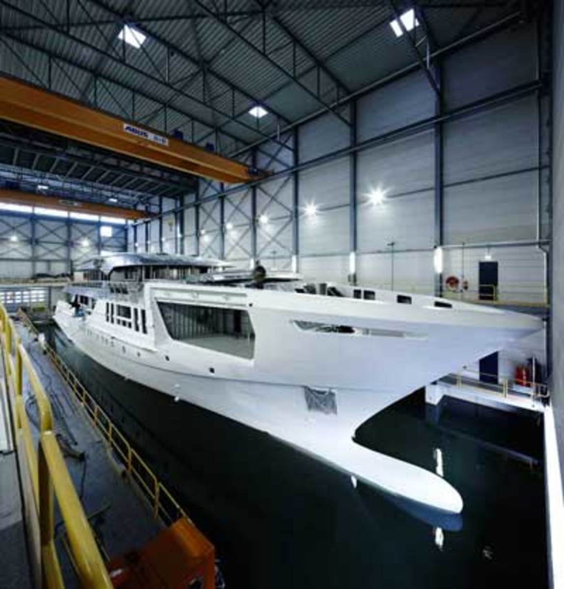 Heesen's new fast displacement hull in progress