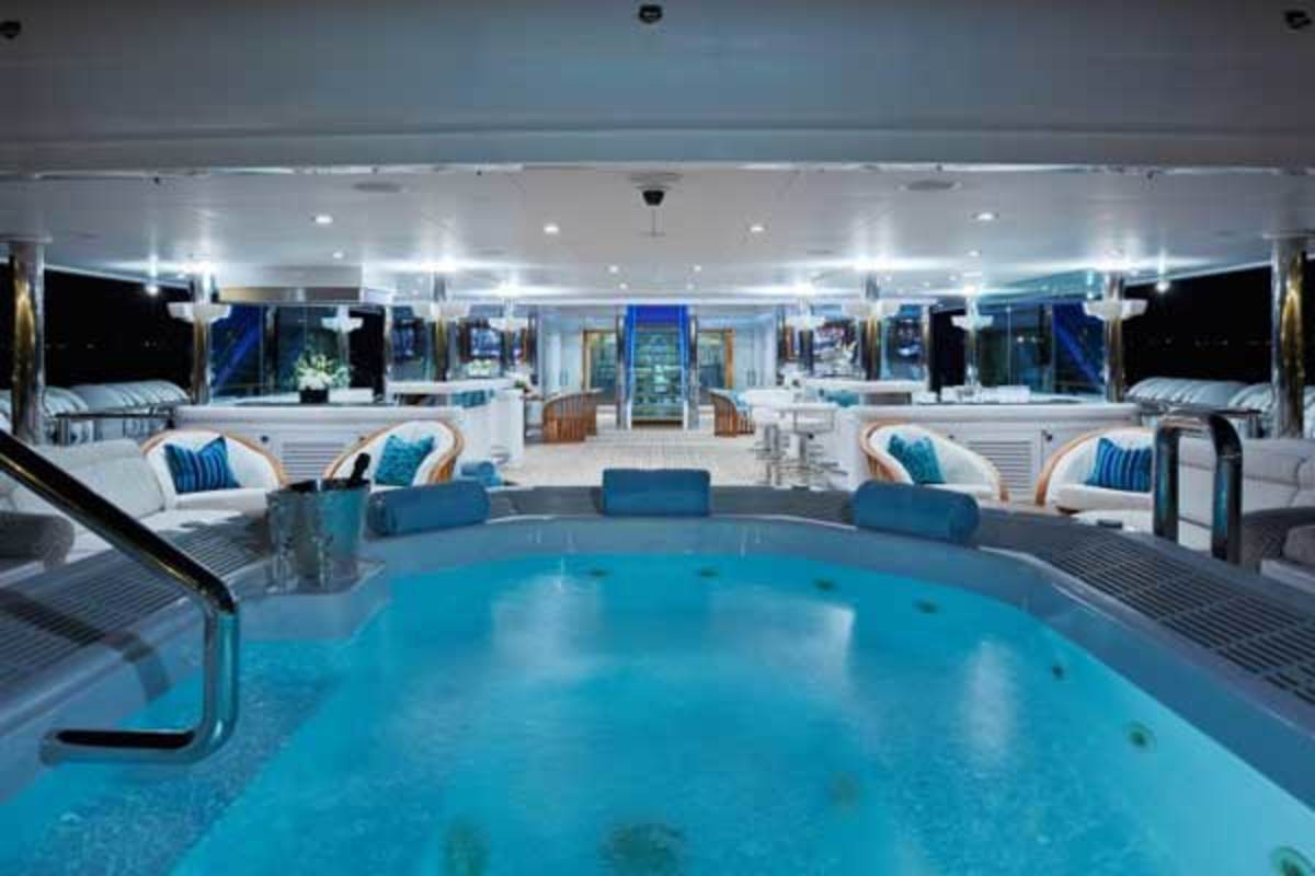 The exquisite spa pool on Pegasus V