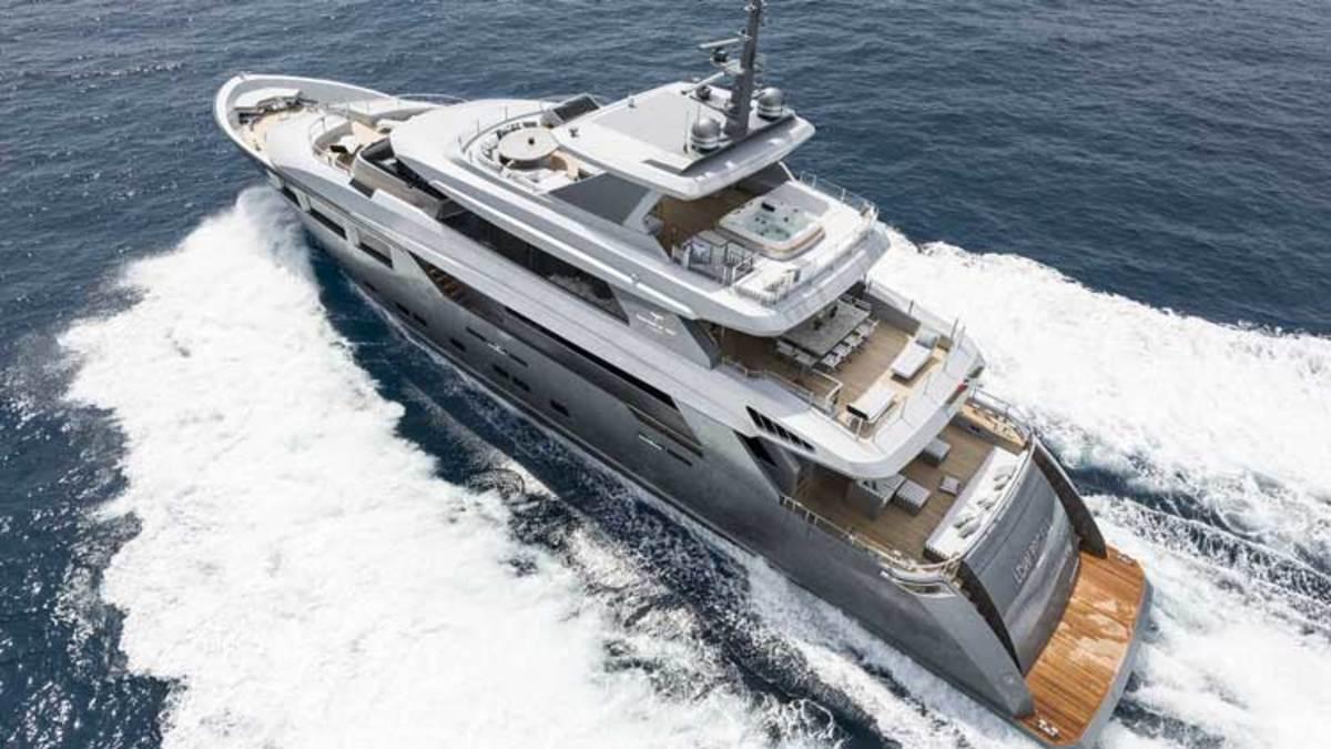 131-foot (40-meter) Admiral Tecnomar LOW PROFILE
