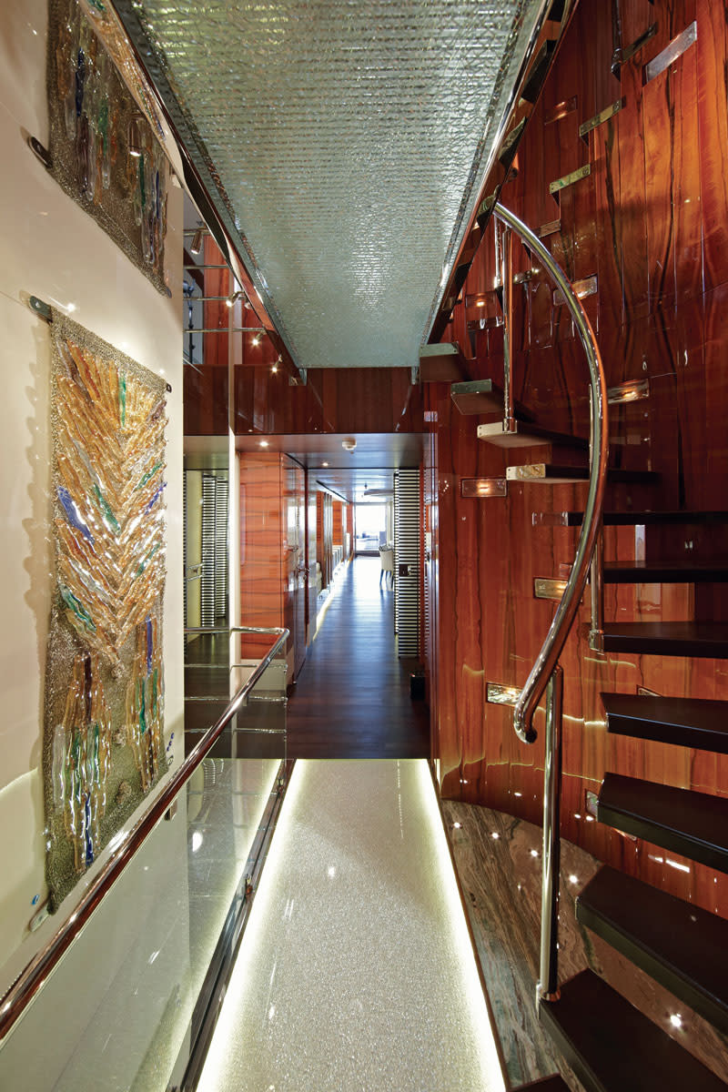 To connect the two guest decks, we designed a central located staircase which will give almost a complete view thru-out both decks. This staircase divided by a glass bridges gives on the main deck access to the owner's suite forward and aft it will bring you to the salon with the dinning area. The glass bridge on the upper deck gives access to a panoramic salon forward and guest suites aft which allow guests direct access to the exterior of the ship.