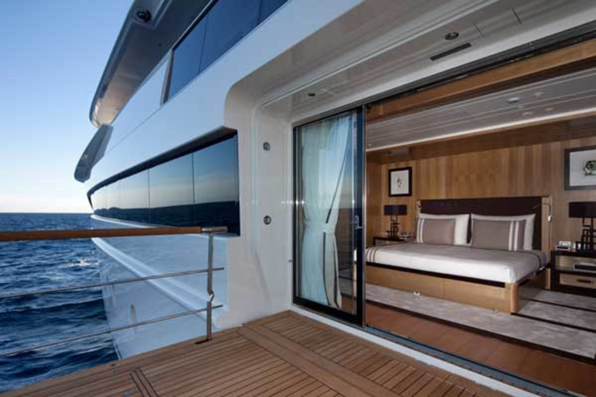 exterior-linebrown-vip-cabin-main-deck--IMG_4962x600