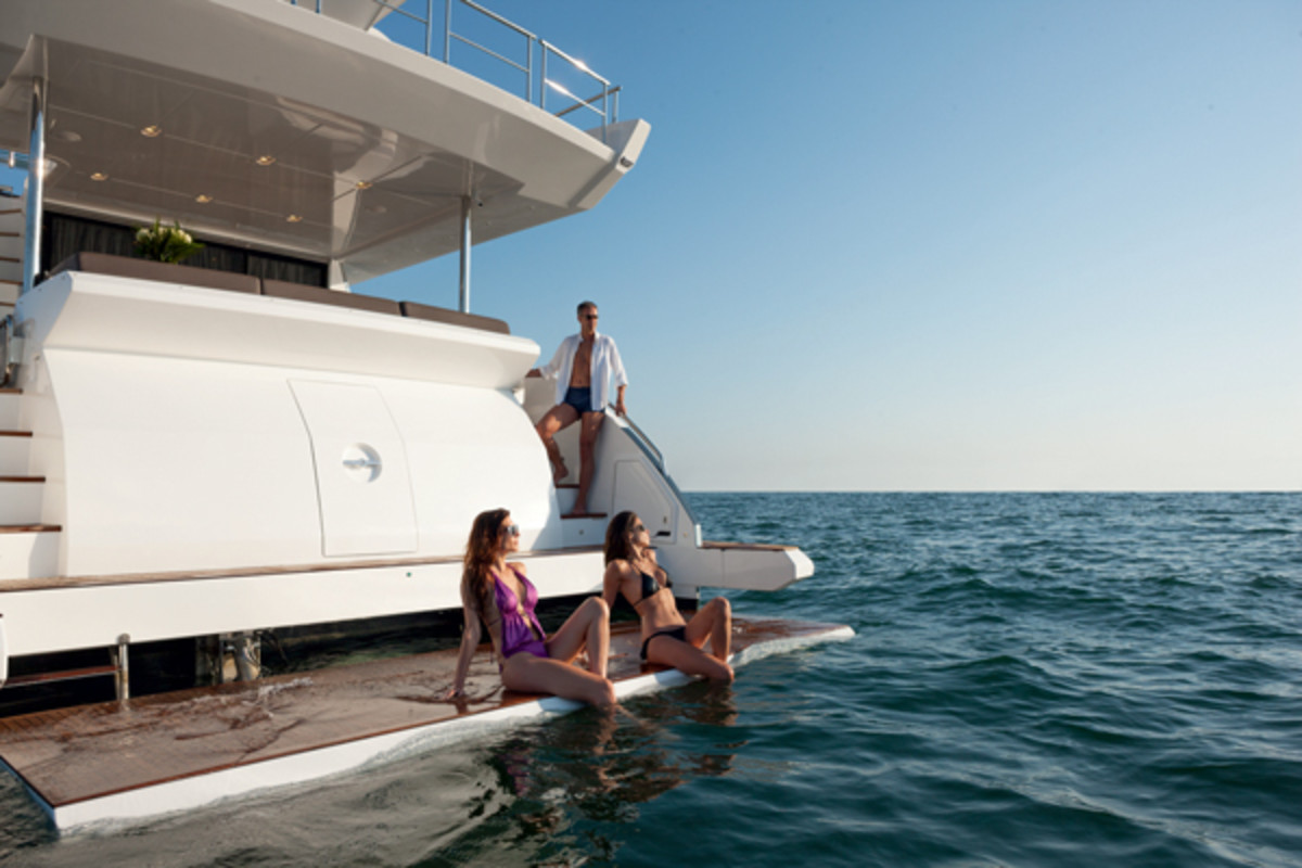 Azimut80-Bathing-Platform