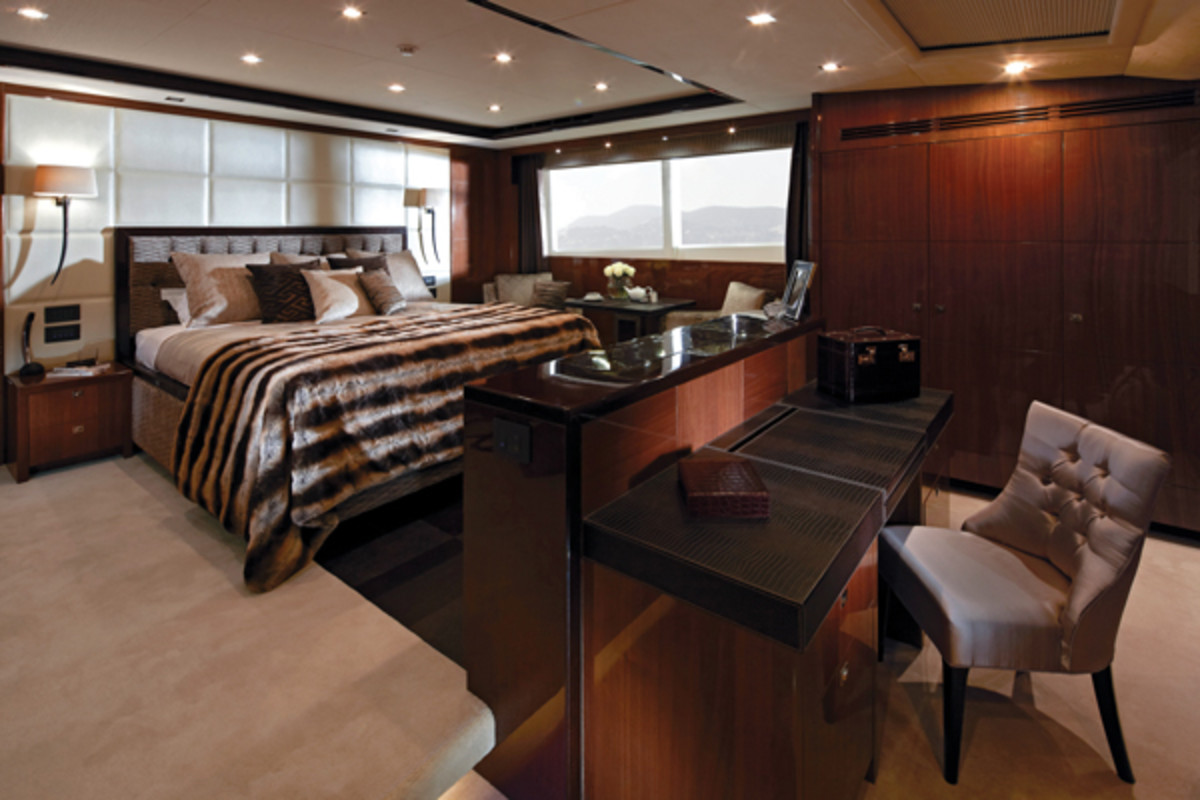 Princess32M-master_cabin-RT