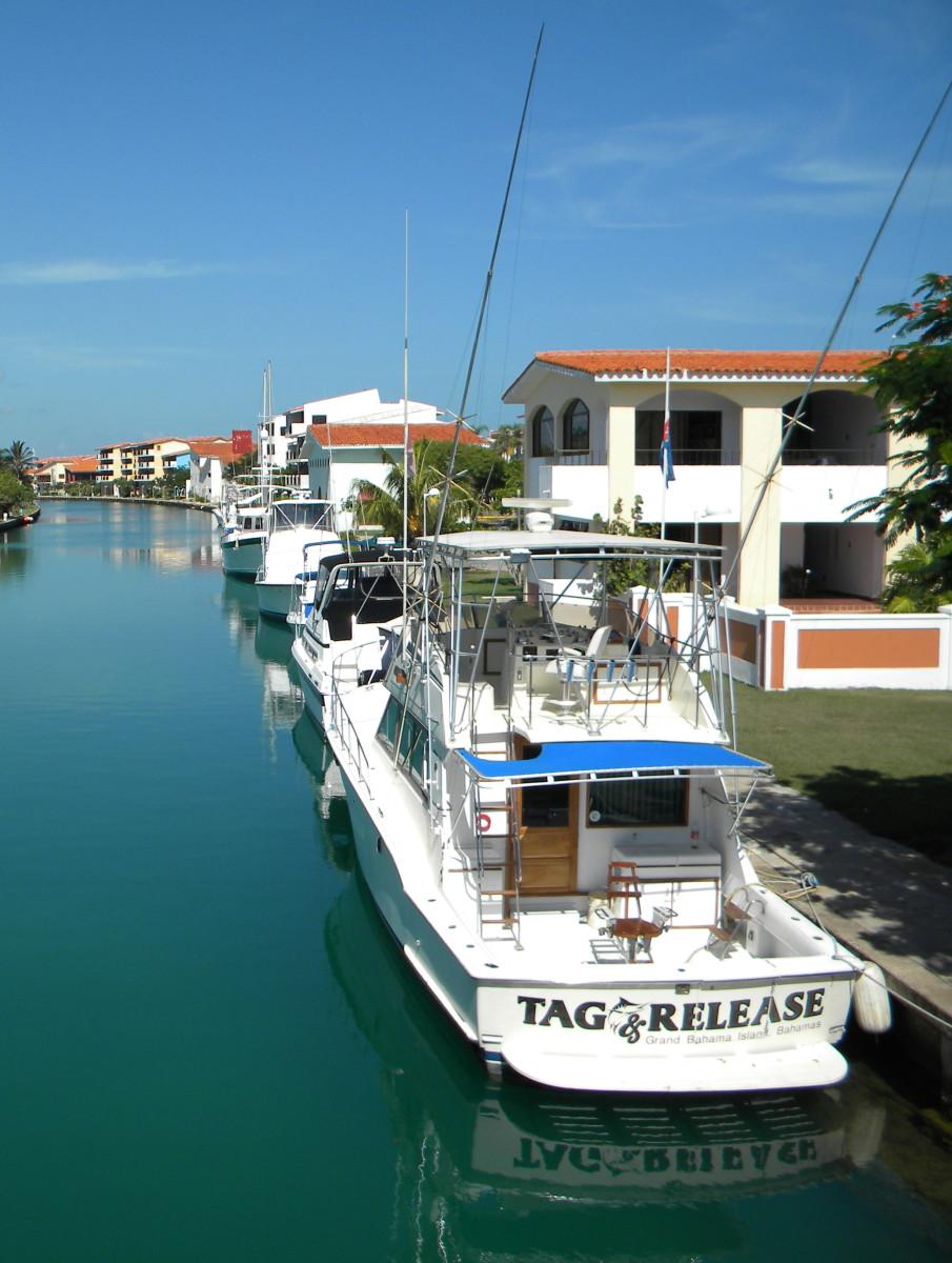 Boats docked in Marina Hemingway
