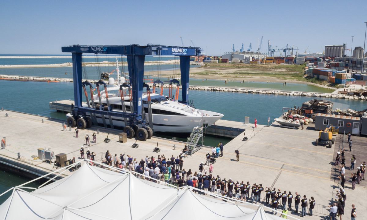 ISA Sport 120 M/Y Clorinda is launched in Ancona