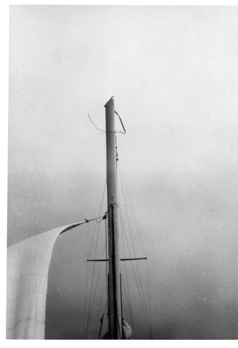 A temporary storm jib rigged upside down from the mast stump gave acceptable speed under sail alone in the immediate aftermath