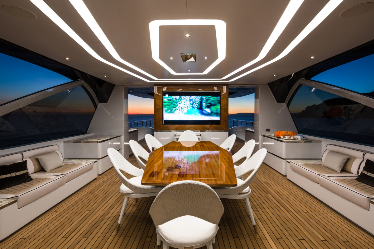 M/Y Jetsetter's covered dining area on the upper deck