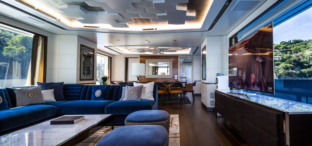 M/Y Jetsetter's main salon. The interior design is by London-based Bannenberg & Rowell with loose furnishings by Italian fashion brand Trussardi.