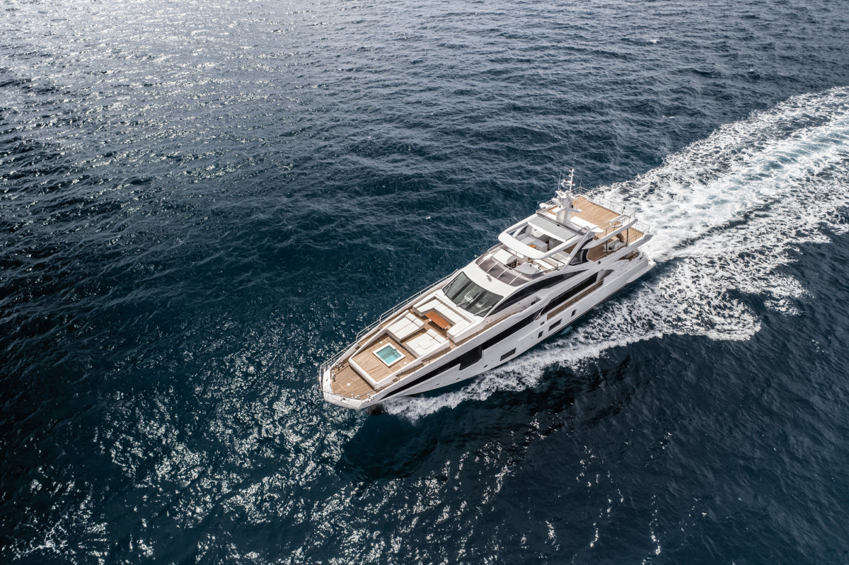 More blade than bow, the wave-piercing design gives the 35 Metri's hull an exceptionally fine entry that improves efficiency, while a hull waterline length of almost exactly 100 feet equates to a theoretical maximum displacement speed of 13.4 knots.
