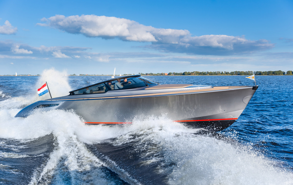Well protected by Wajer's trademark wraparound windshield, the helm has four captain's chairs with custom suspension and four sizeable glass-bridge touchscreens.