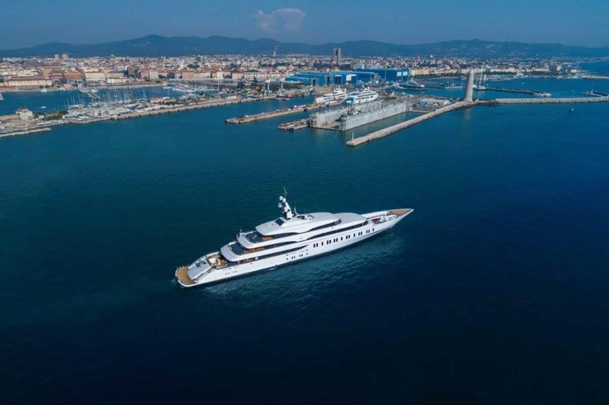 Benetti-FB275-Giga-yacht-(6)