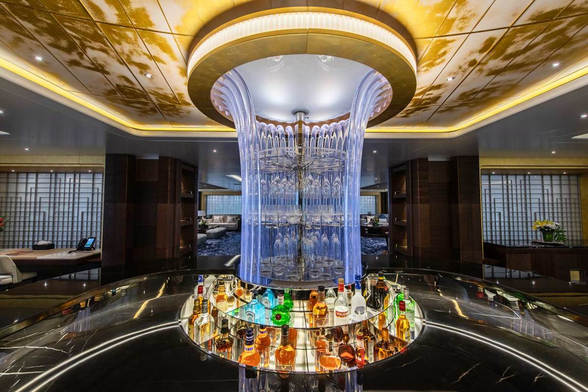 The sculptural bar, on the main deck, evokes the vibe of a contemporary urban nightclub.