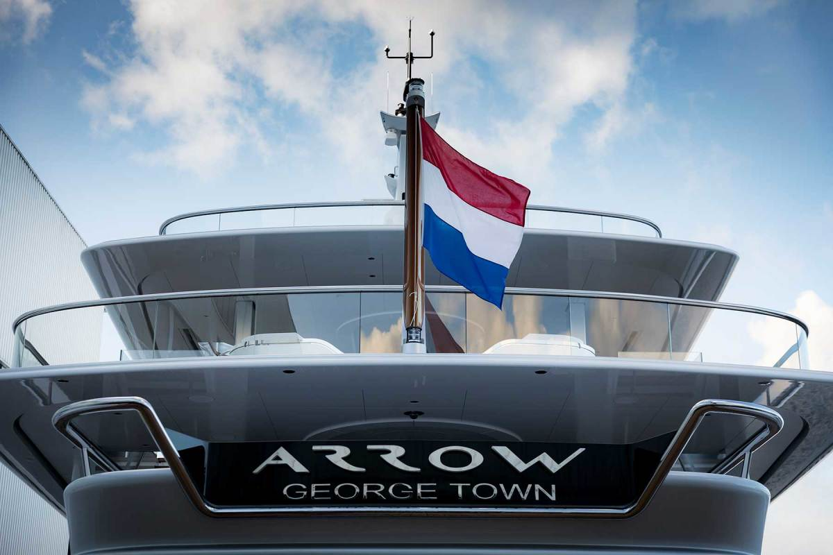 Arrow-copyright-Feadship-002