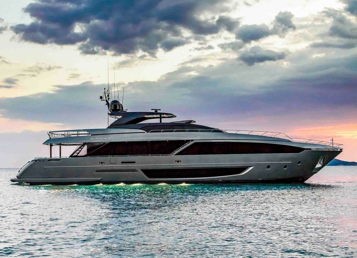 The 110 exhibits classic Riva DNA.