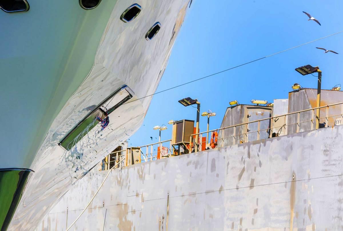 Benetti-Launches-Giga-Yacht-FB275-(1)