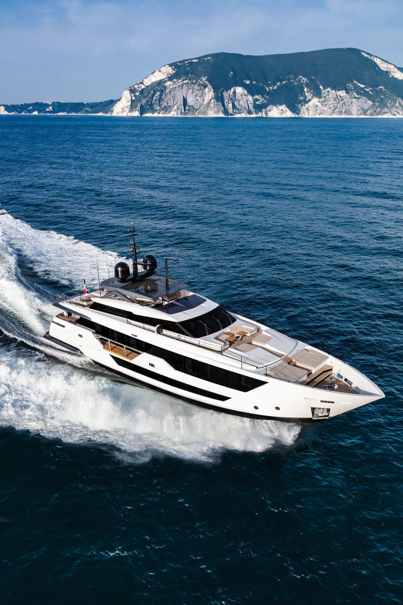 As part of the mission to refresh the successful Custom Line range, Ferretti Group and Francesco Paszkowski came up with an athletic profile and a powerful presence for the 106. Facing page: The master stateroom with fold-down balcony.