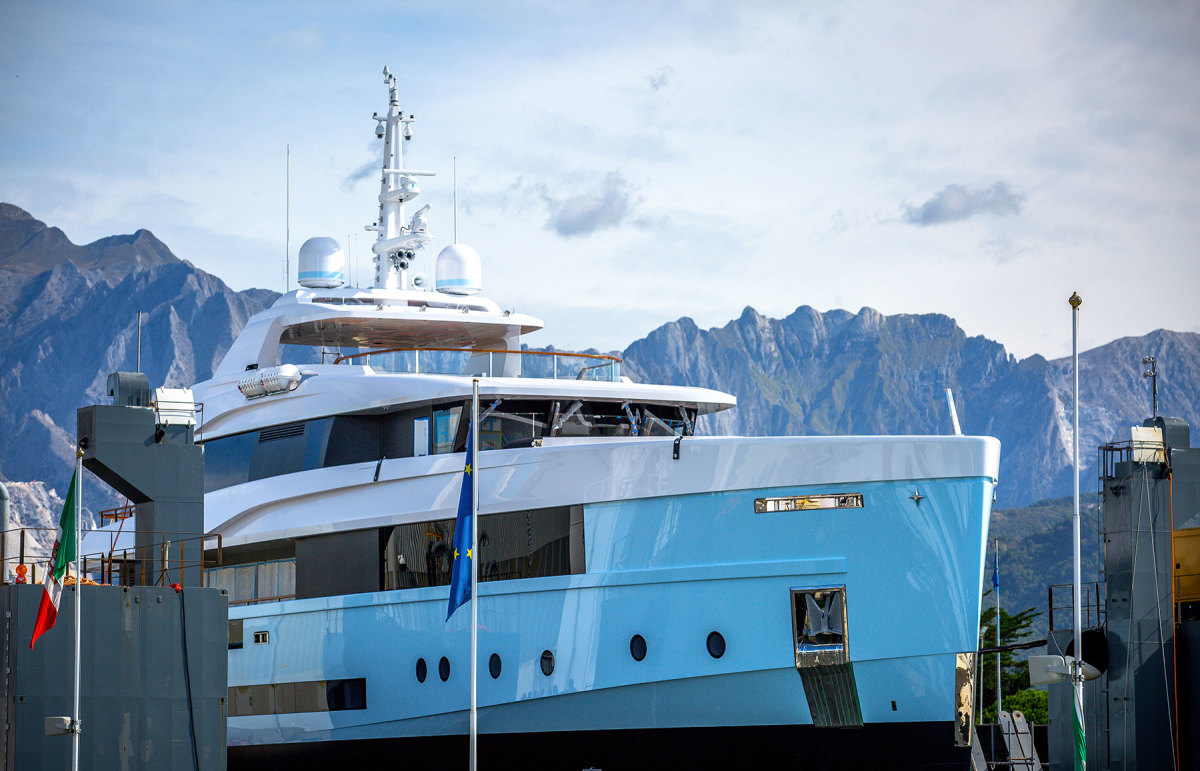 Varo-motoryacht-CROCUS_ADMIRAL-(6)