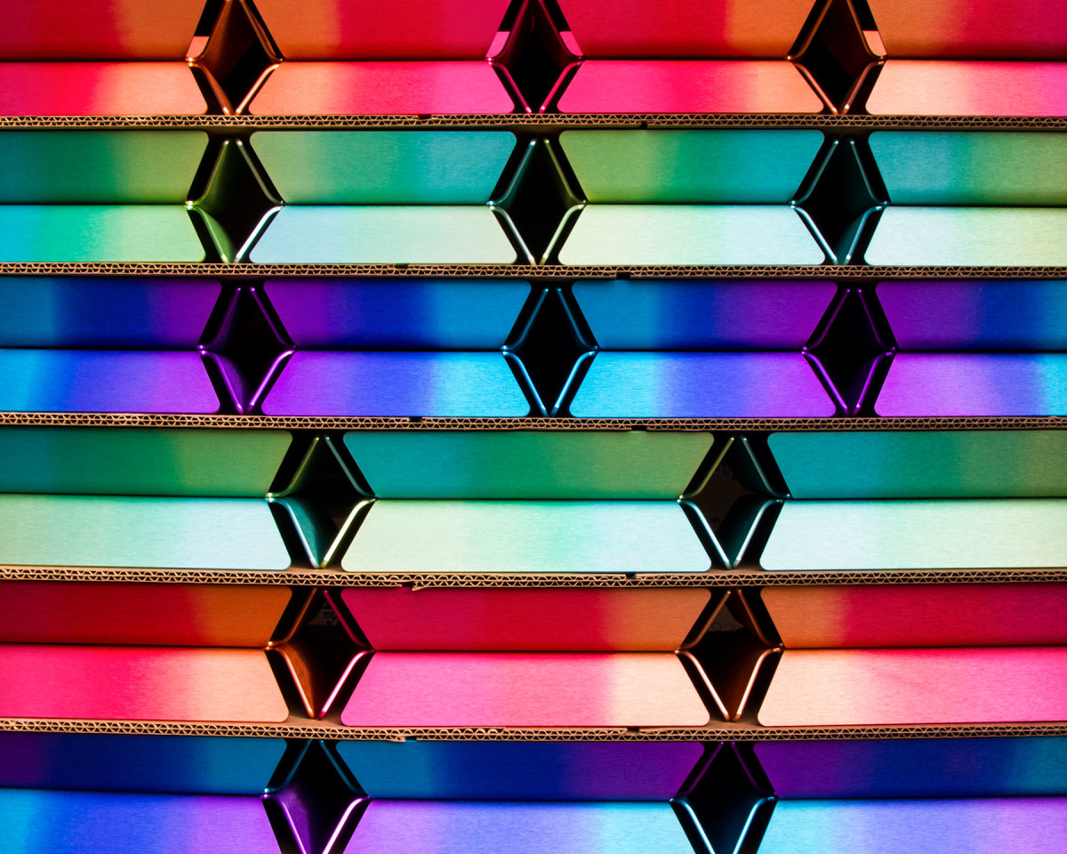 Strong colors are integrated into the anodizing process, which renders them vivid and long-lasting.