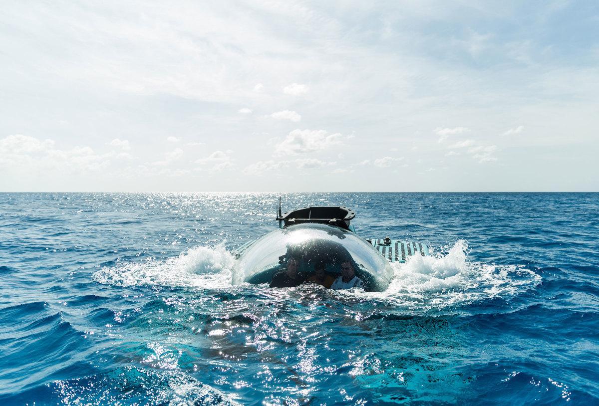 Triton-3300-6-diving-(c)Triton-Submarines