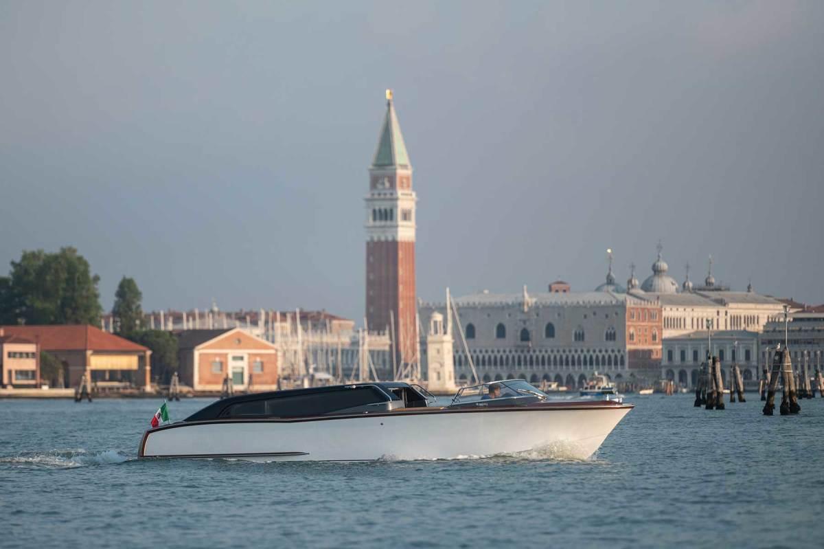 Thunder Venetian Hybrid Taxi