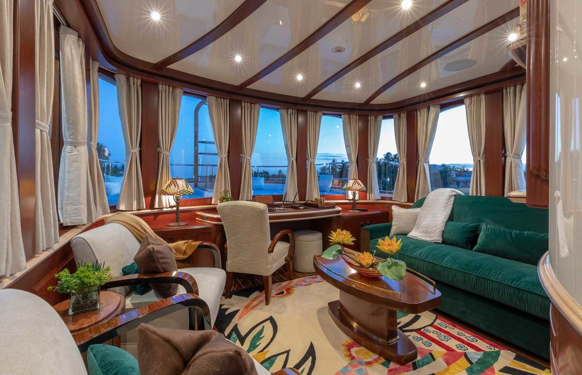 Although most assume it is a pilothouse, the new house on the upper deck is a pleasant getaway for the owner.