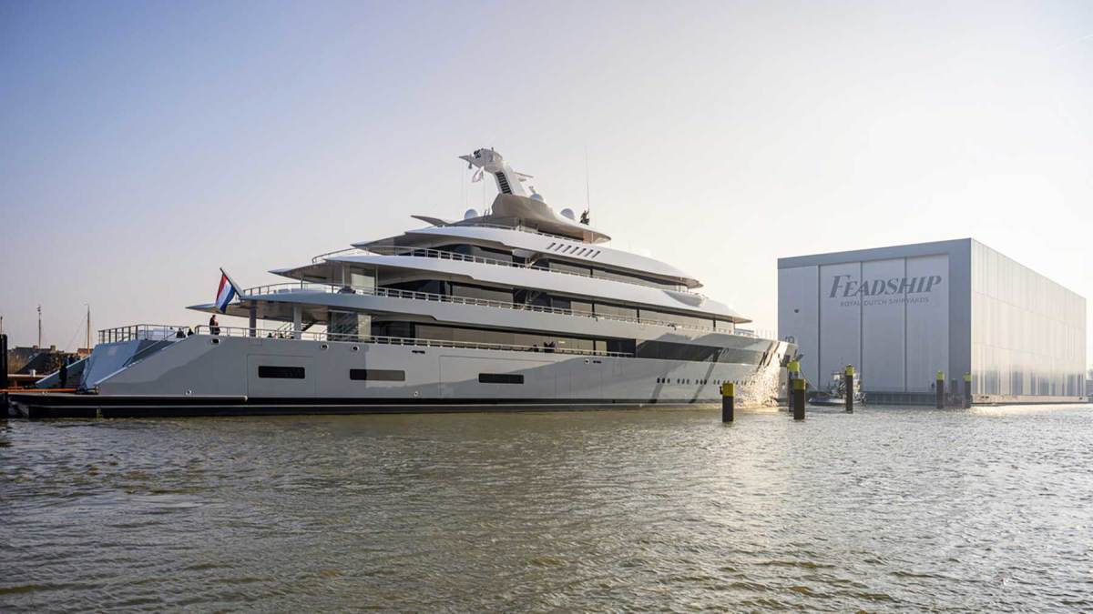 Launch-Moonrise-copyright-Feadship-A