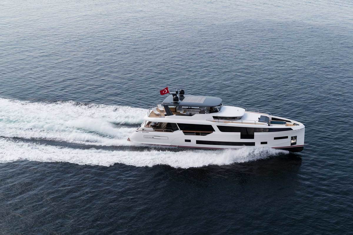 At 11.5 knots, the yacht delivers a cruising range exceeding 1,000 nautical miles.