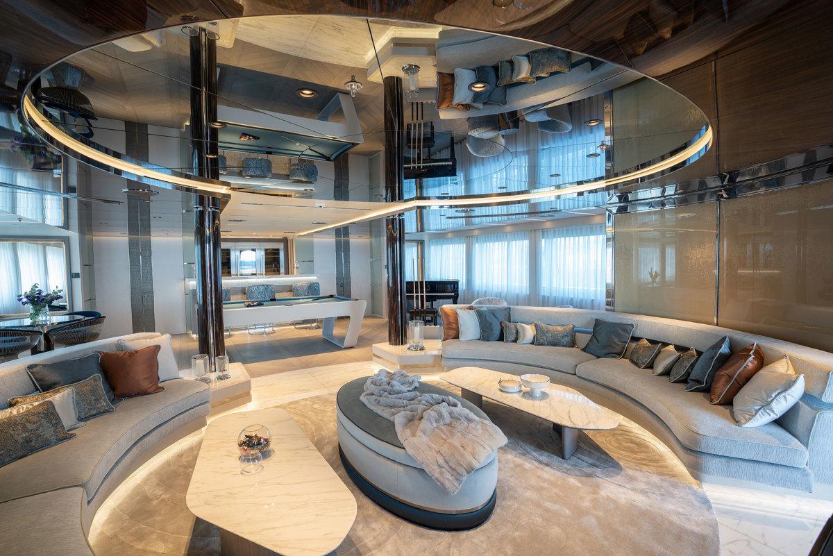 Upper-Deck-Skylounge